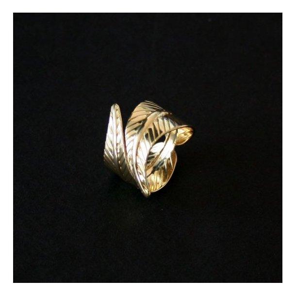 Gylden ring med to store blade.