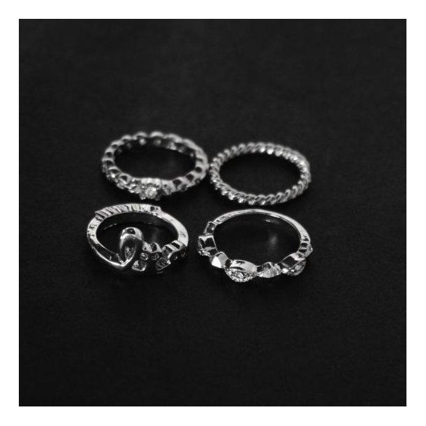 Sæt med 4 sølvfarvede ringe